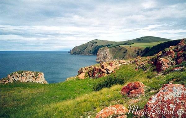 Вид с мыса Саган-Хушун на северную оконечность острова Ольхон