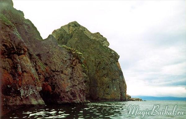 Мыс Хобой - скала Дева, вид со стороны Большого Байкала