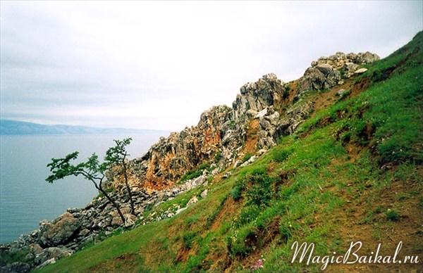 Скалистая гряда к северо-востоку от мыса Бурхан