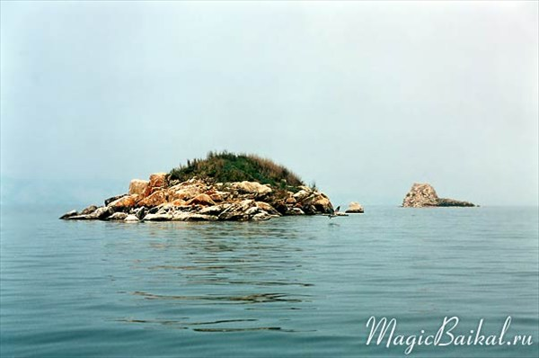 Острова Модото (ближний) и Едор