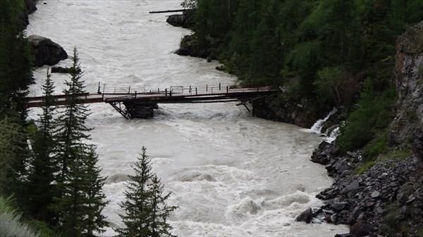 на фото: Нижний мост (платный)