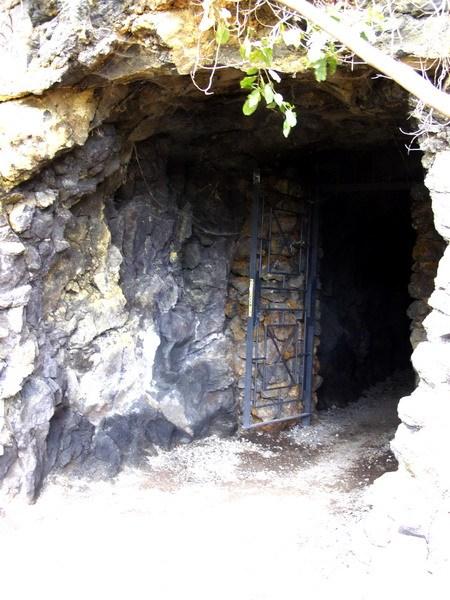 Вход в пещеру гуанчей