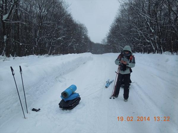 После села Шелехметь пошли пешком по дороге-зимнику