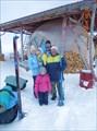 С хозяйкой дома Наташей и дочерьми