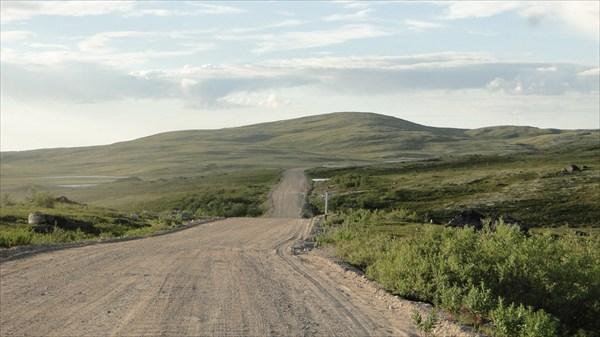 Грунтовая дорога на Териберку . Из 80 км -40 по грейдеру.