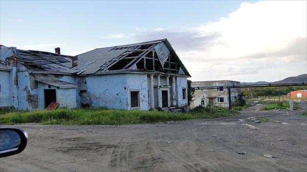 Развалины клуба в новой Териберке (Лодейное)