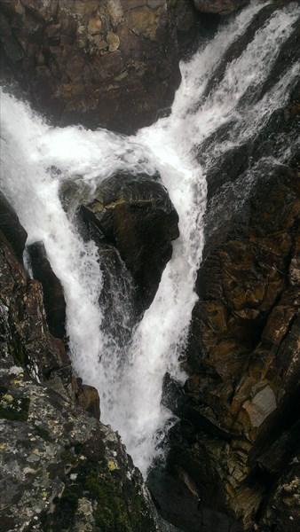 Водопад на между озерами