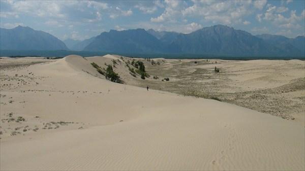По гребню дюны