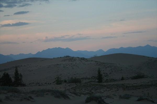 Будто над пустыней выключили свет