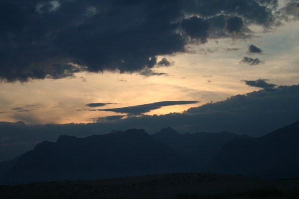 А горы еще освещены, и над ними парит чудо-птица...