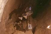 Транспортировка генератора по пещере, спуск в грот Большой (фото