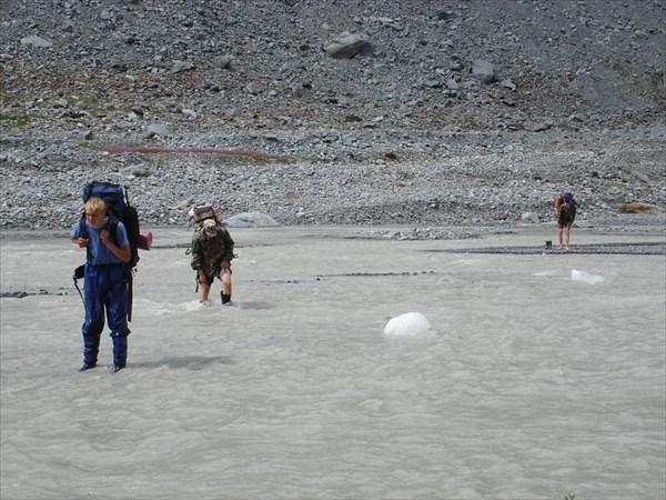 DSC01521 р. Катунь. Вброд мимо проплывающего льда.