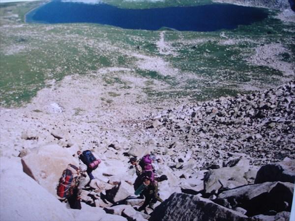 DSC02224 На спуске с перевала Быструхинский