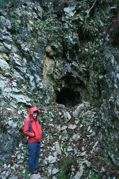 Пещера со стрёмным входом