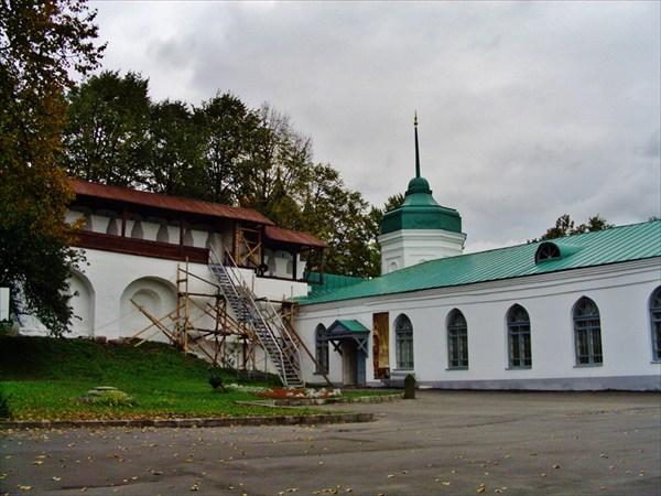 Вид на Михайловскую башню.
