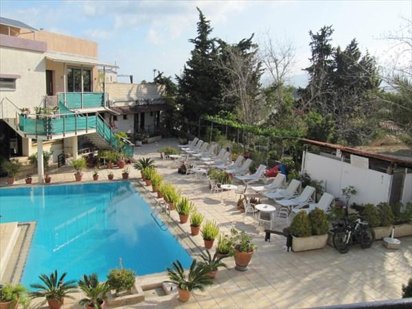 """Отель """"Никос и Олимпия"""". Внутренний дворик"""
