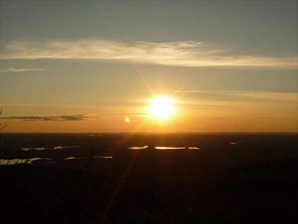 Солнце уходит на Запад.