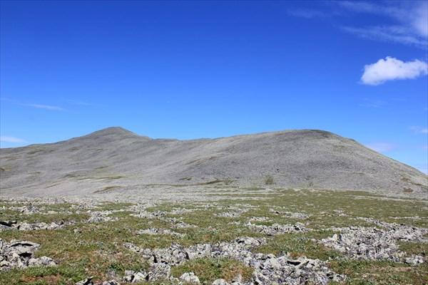 1338м. Гора Хребет.