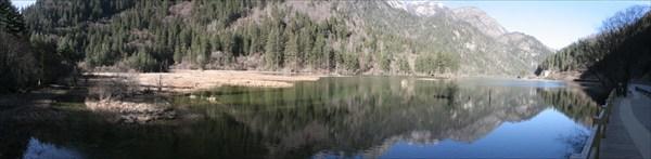 Зеркальное озеро в Дзючжайгоу