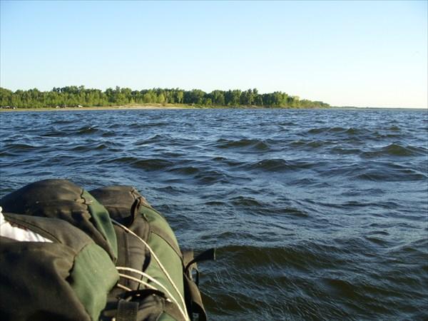 Хорошо, что лодка надёжная)))