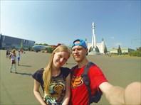 МЫ на фоне космического корабля