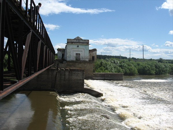 на фото: ГЭС на Ине