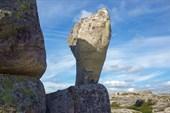 Камень на постаменте