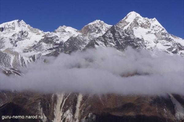 Sarphu I (6220 м), вершина 5940, Sarphu IV и Tangga (6433 м)