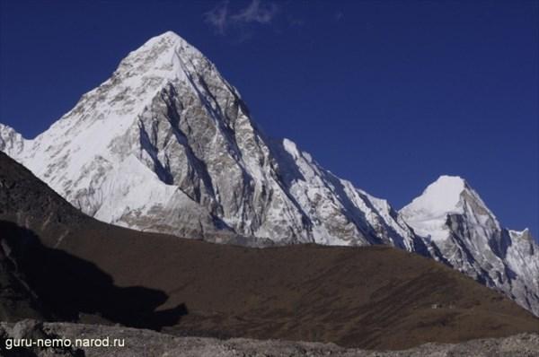 Pumo Ri (7165 м) и Lingtren (6749 м)