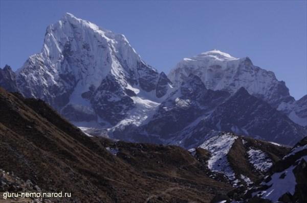 Cholatse (6440 м) и Taboche (6367 м)