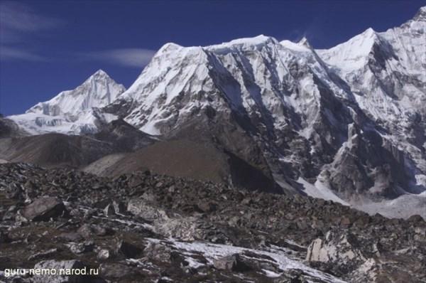 Pasang Lhamu Chuli (7350 м) и Chamar (7287 м)