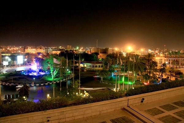 Ночной вид на Бандер-Аббас из окна гостиницы