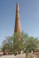 60-метровый минарет Кутлуг-Тимура, построенный в середине 14 в.