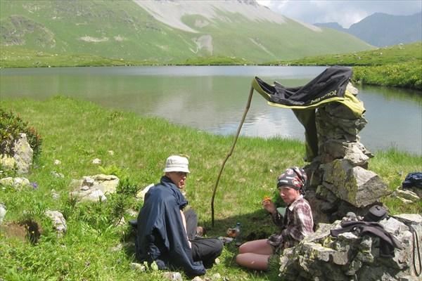 Перекус на озере