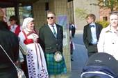 А кто-то в шотландских юбках