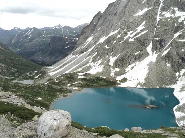 Озеро в цирке перевала Неудачников