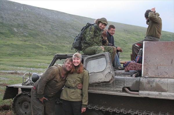 Вездеходчик Андрей обрадовался, что есть девушки:)