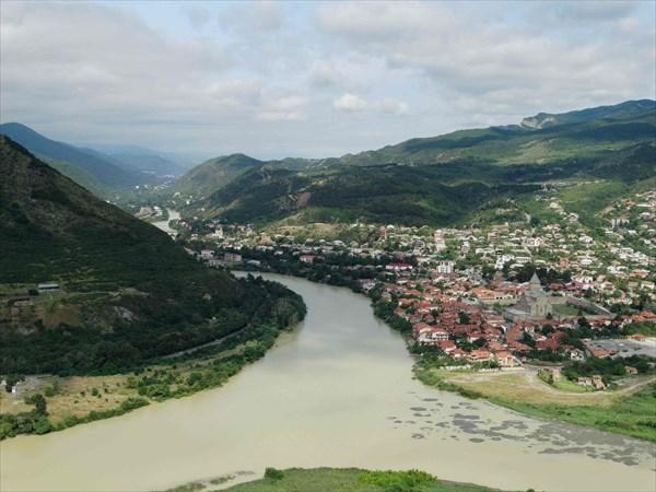 Вид на Мцхету ,слияние Куры и Арагвы