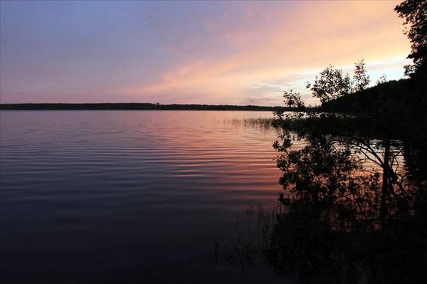 на фото: Озеро засыпает