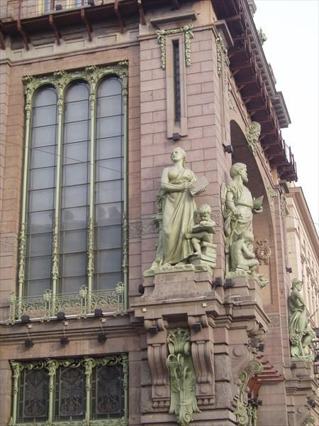 Здание торгового дома братьев Елисеевых
