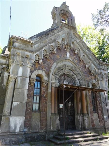 Фасад мавзолея