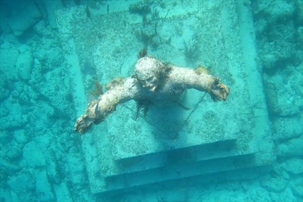 Подводная статуя «Христос из Бездны»