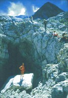 вход (старая фотография)-пещера Система им. В.В. Илюхина