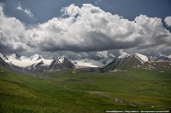 Горы справа от перевала