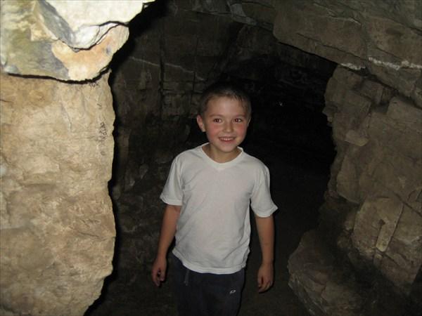 А пещера - то сквозная