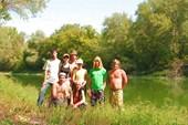 Группа пеших туристов в Золотых горках