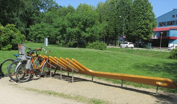 Сад Ренкя. Велопарковка