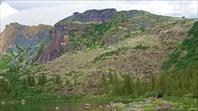 Висячий камень от озера Радужное