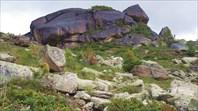 Скалы недалеко от Висячего камня