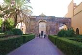 Двор Леон с его арками